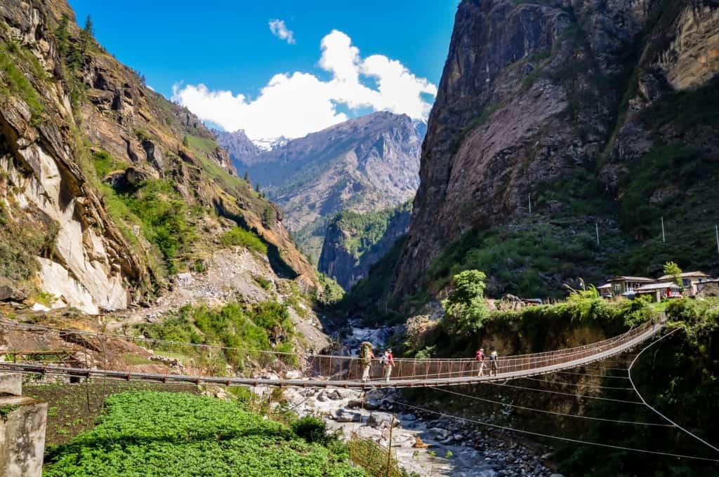 Annapurna Curcuit swing bridge