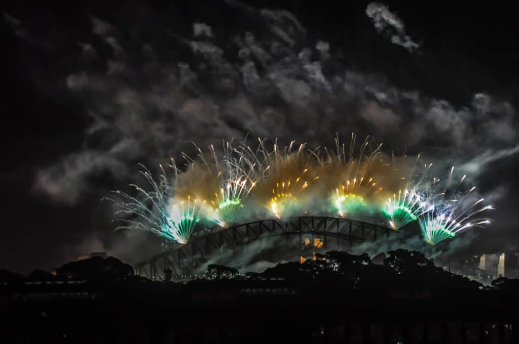 Sydney harbour bridge new year's eve fireworks